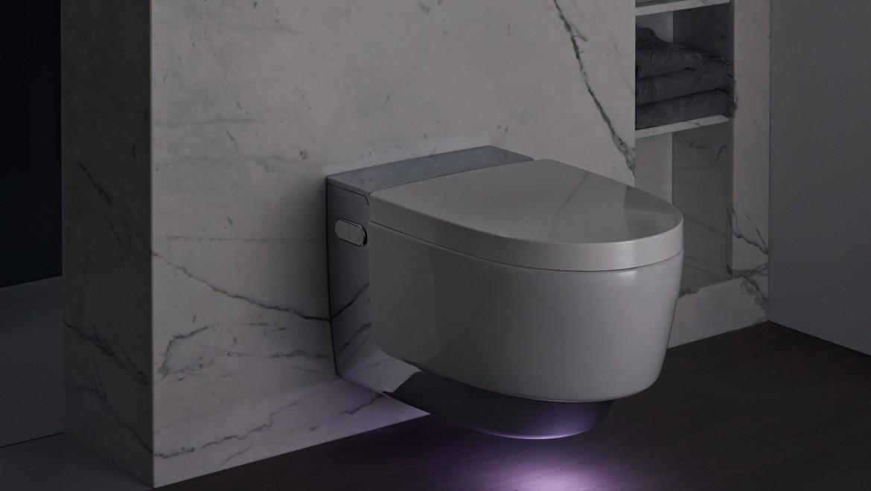 Geberit AquaClean Mera Comfort with activated orientation light
